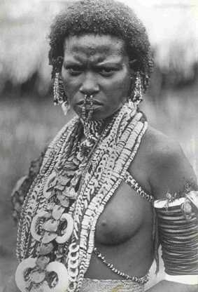 Young Binandere woman