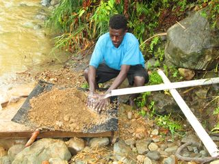 Gold miner at work in the Tumpusiong Valley
