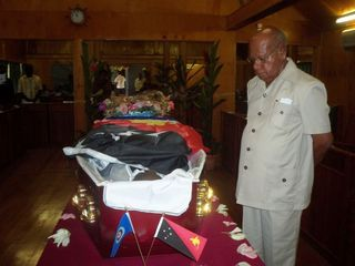 President Momis views the body of Carolus Ketsimur