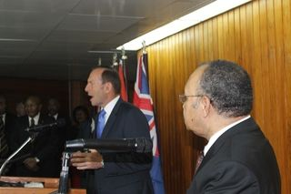 Tony Abbott faces the press in Port Moresby