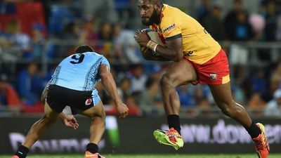 Kumul Wellington Albert takes on the defence (Getty)