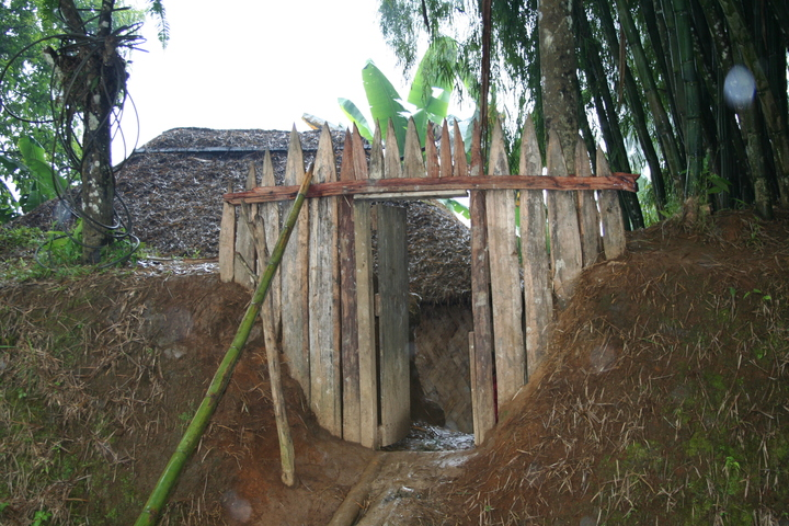 Hela villages are protected by trenches and gates (Johnny Blades)