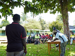 A Bougainville referendum team meets with villagers