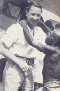 Lloyd Hurrell hugged by a Kukukuku friend