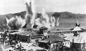 Port_Moresby_bombs_in_harbour_1942