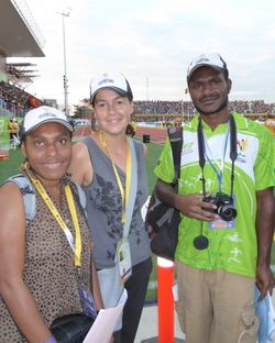 Australian volunteer Joanna Lester (centre) working with UPNG journalism students Phylma Timea (left) and Kelvin Joe (right)