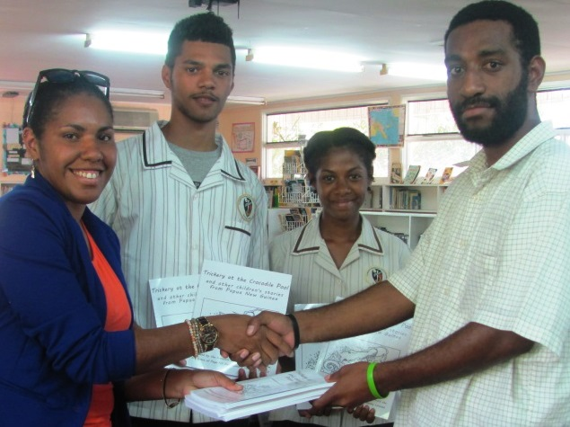 Lapieh Landu hands over the PNG children's story books