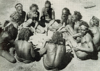 The elders meet (Janes Oceania)