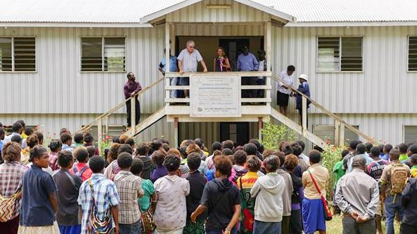 Keith addresses Barengigl students and teachers