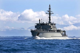 Australian-navy-off-coast-PNG
