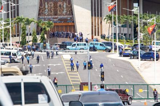 Police storm parliament