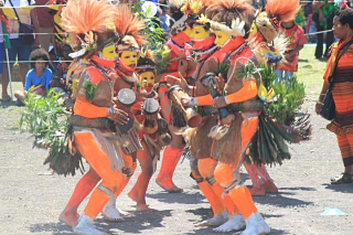 Students in Huli attire mark the 43rd anniversary of Papua New Guinea Independence