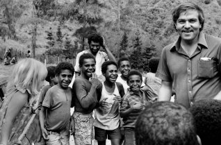 Sharing a joke with children  Markham Valley  1974 (Vanessa-and-Denis)