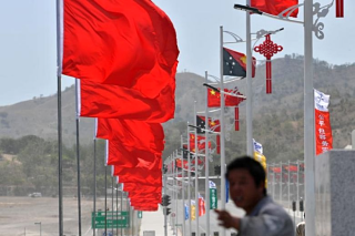 China swamps Mosbi in red