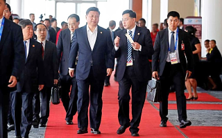 China's delegation surrounds Xi