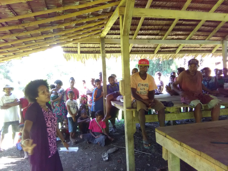 Mrs Bailey speaks to villagers (Iso Yawi)
