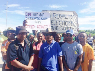 Protesting PNG landowners (One PNG)