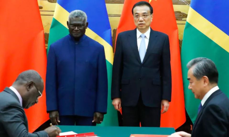 Solomons prime minister Manasseh Sogavare  Chinese premier Li Keqiang and other officials at the signing ceremony in the Great Hall of the People  Beijing  China (Thomas Peter-Pool)