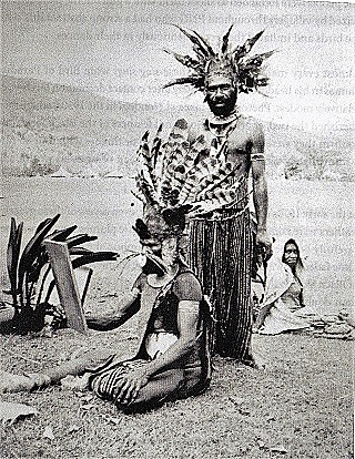 Wi Kupa (standing) – a good natured village leader from Kabalku