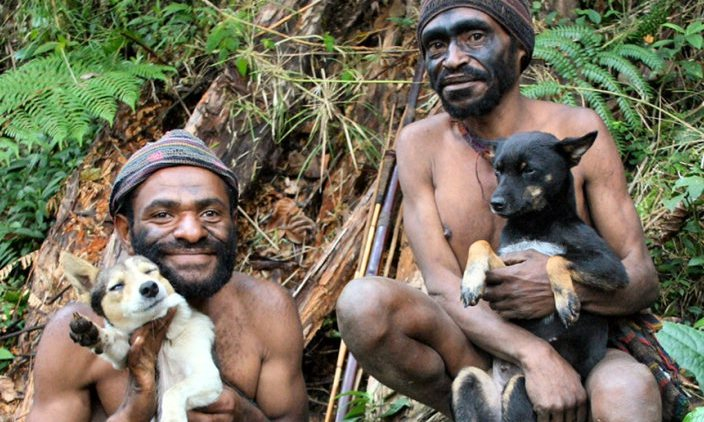 New-guinea-hunters-with-dogs