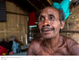 A very old Batek village man  Johan Tahun (Hannah Ellis-Petersen)