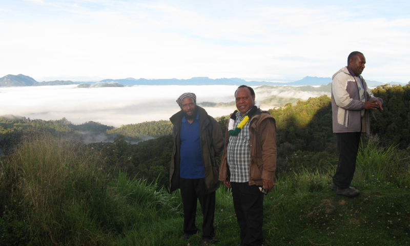 Daniel Kumbon with Paul Kurai at the Lian Border overlooking the Waghi valley covered in Kandep's morning cloud