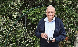 Bill Biscoe with his Police Overseas Medal (Stuart Taverner)