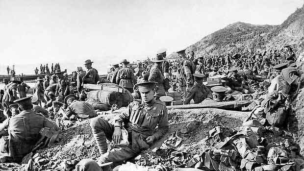 Australian wounded  Anzac-Cove  25th April 1915