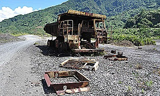 Mining truck rusts at Panguna mine (Ilya Gridneff - AAP)