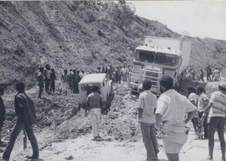 Landslide_at_Kainantu_on_the_Highlands_Highway