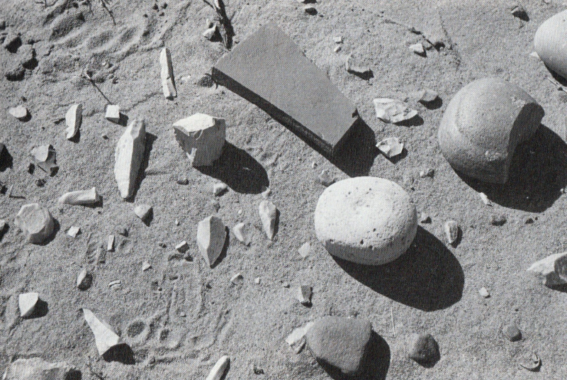 Australian stone tool scatter; a pirri point in the exact centre