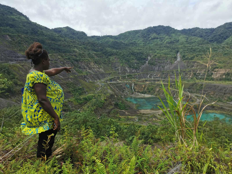 Theonila Roka Matbob looks down on Pangua mine (Human Rights Law Centre - Reuters)