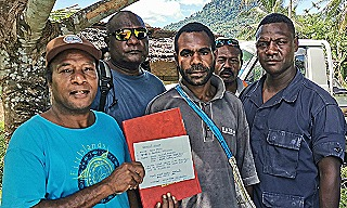 Alfred Kembu (left) with landowners and police