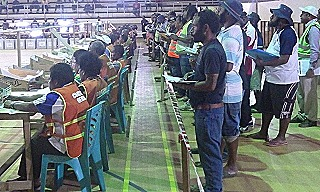 Wood - Scrutineers watching as ballots are counted in Lae  2017 (Terence Wood)