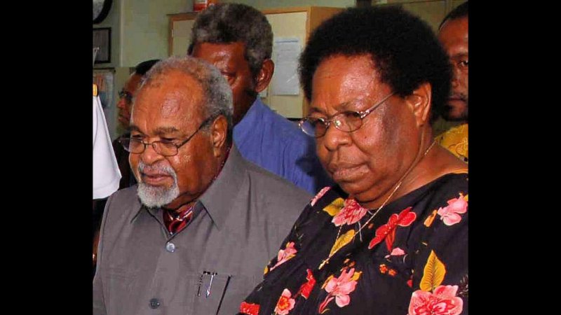 Michael Somare and his wife Veronica (Wikipedia)